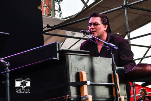Dave Singing at B3